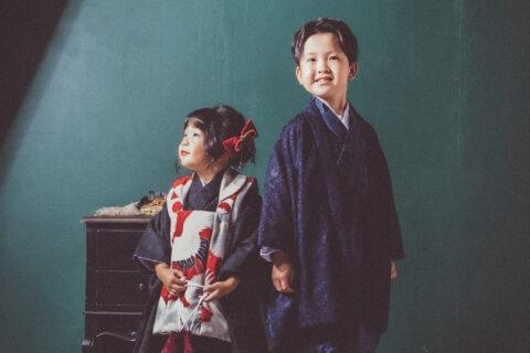 おすましさんな3歳GIRL と 爽やか笑顔の7歳BOY 。